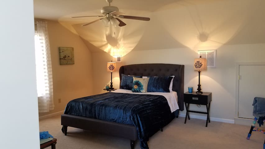 KING BED only 2 minutes from I-81, Sleeps 4