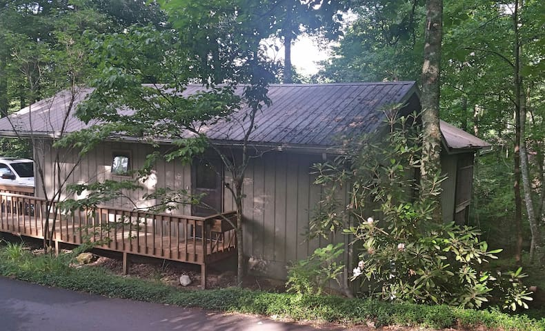 Calberg Cottage located in the Blue Ridge Mountain - Newland - Hus