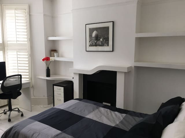 Bright 2 Bedroom Flat in NW5 with Garden