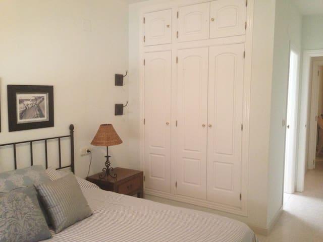 Habitación 2 camas. Baño en suite