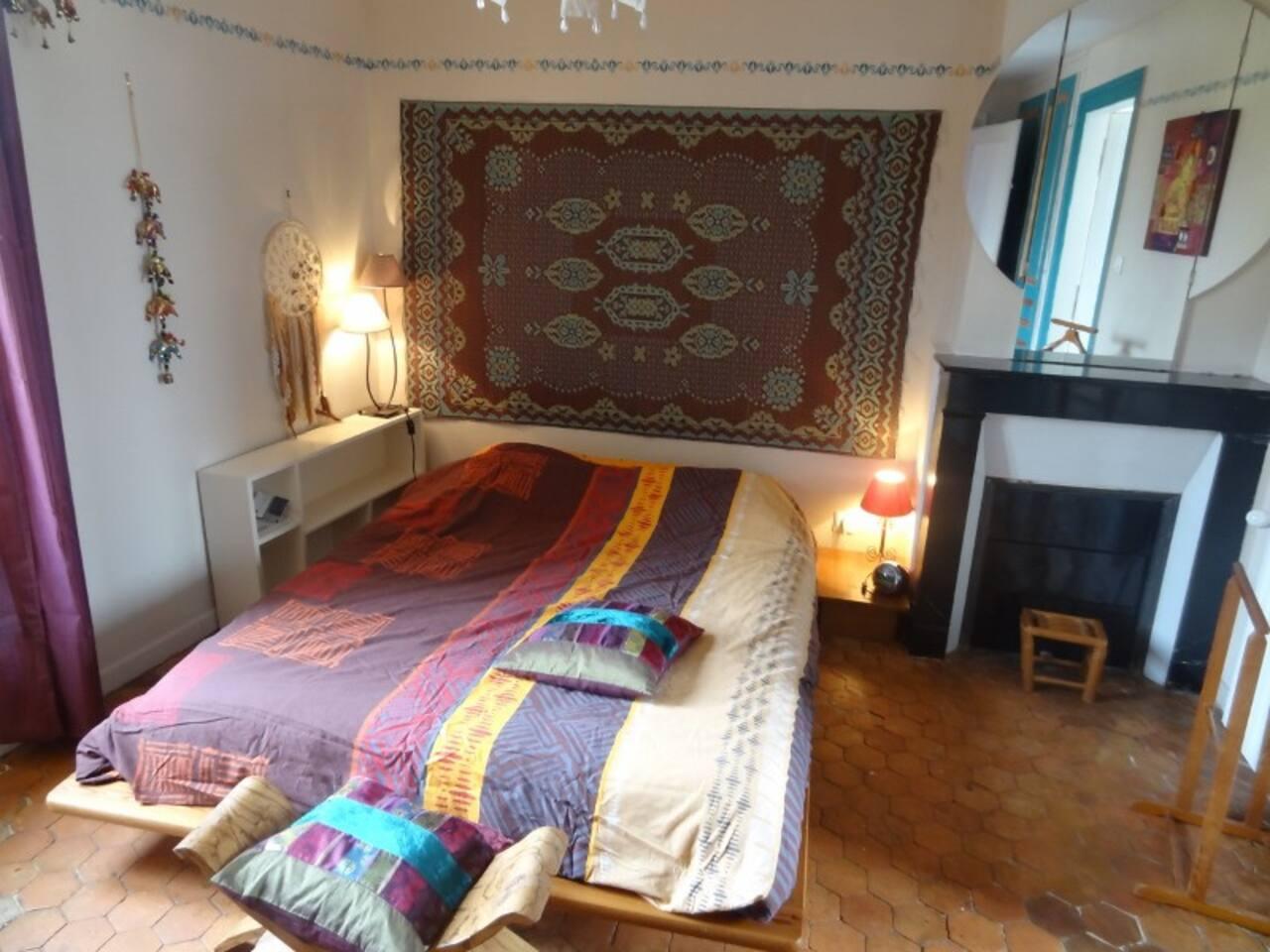 La chambre lit matelas deux personnes