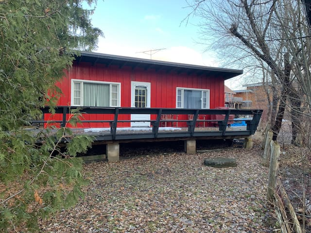 Walk to the TSC from this cozy chalet!!