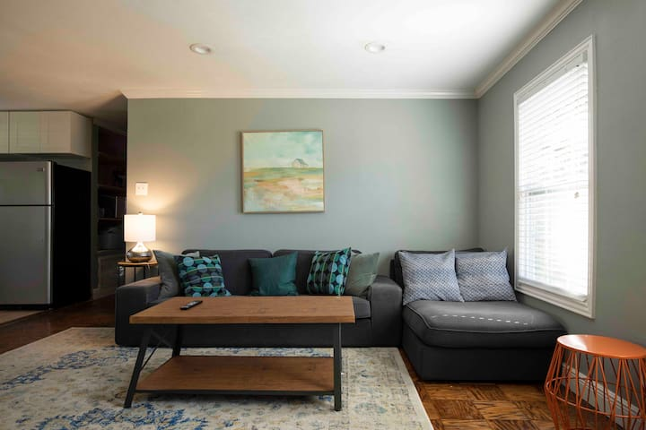 Comfortable living room w/ IKEA Kivik couch