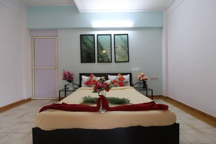 Hideout Hilltop stays-Deluxe room 1