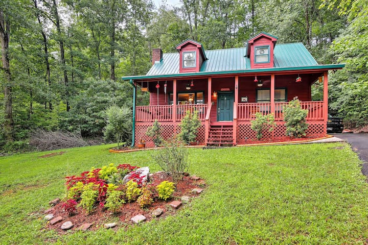 New! Quiet 3BR Hayesville Cabin - Private Hot Tub!