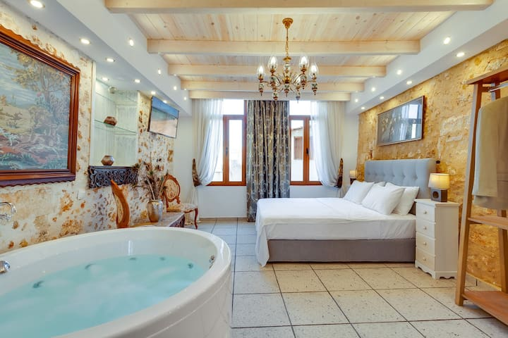 Luxury Suite with Private Jacuzzi in the old Town!