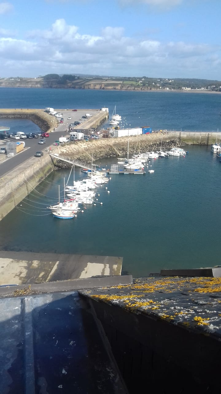 Cosy small flat with sea views in Douarnenez