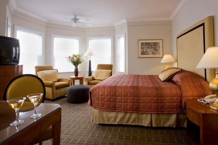 2-bed hotel room (jacuzzi suites) in downtown SF