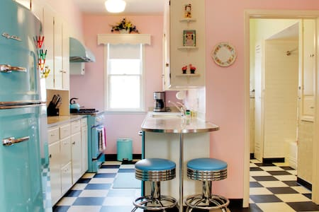 50's Vibe, Modern Conveniences, Downtown F'muth