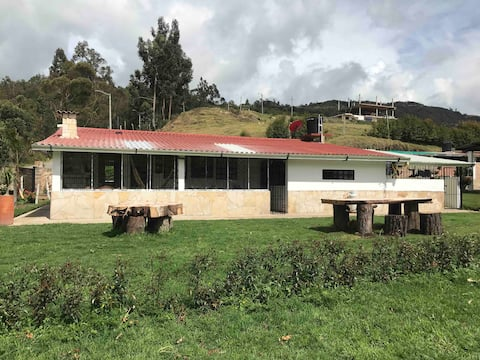 "Peaceful farm with view to the  ""Embalse el Muña"""