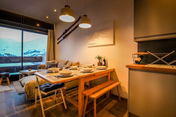 Newly renovated ski in ski out cosy apartment