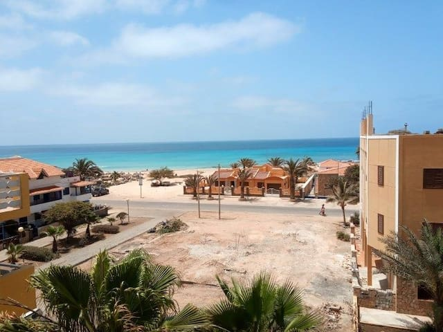 Ground Floor 2 Bed Apart beside the beach and pool