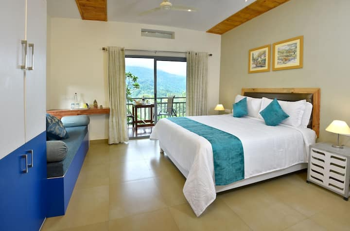 MUNNAR ESTATE Cottage | luxurious room with a view