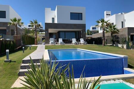 Luxury Seaview Villa Manilva