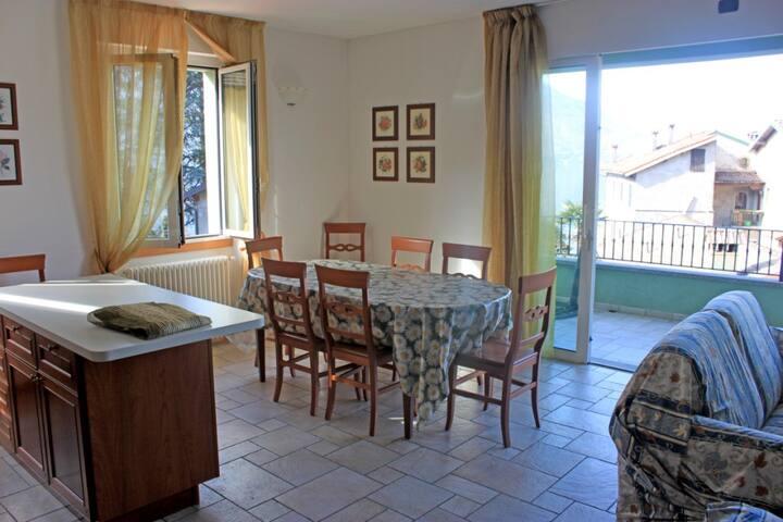 Sunny apartment at Riva Bianca's Beach - Lierna