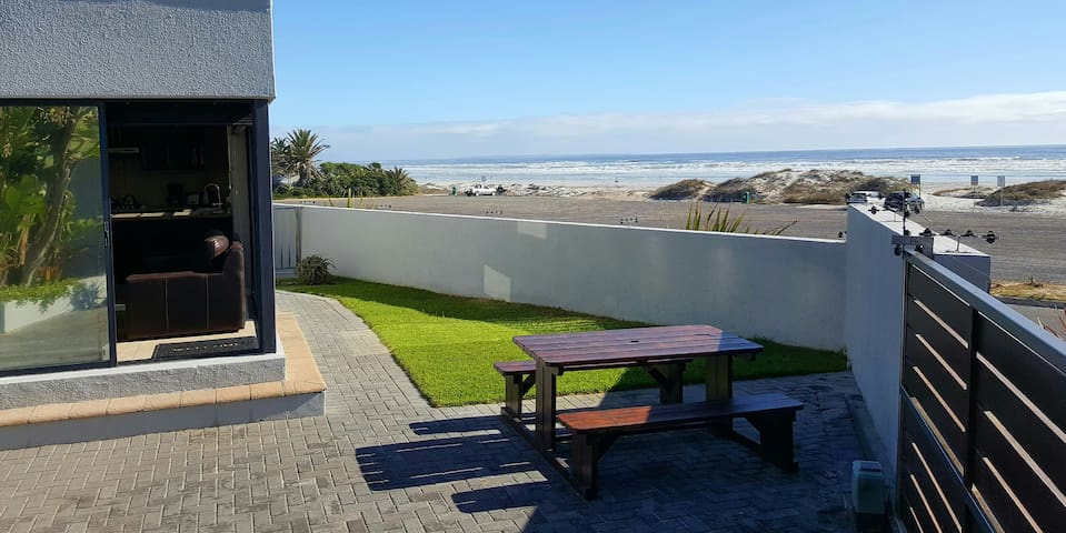 Beach Apartment Melkbosstrand (Holiday & Monthly) - Cape Town - Huoneisto
