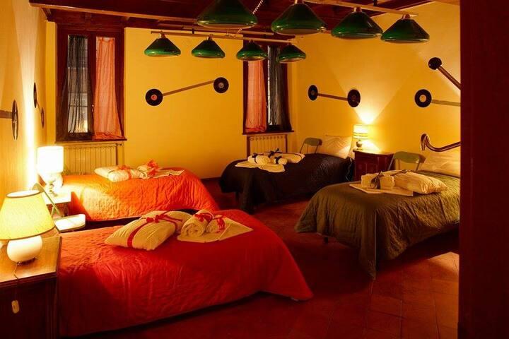 Shared room four beds Mantua Hostal (1)