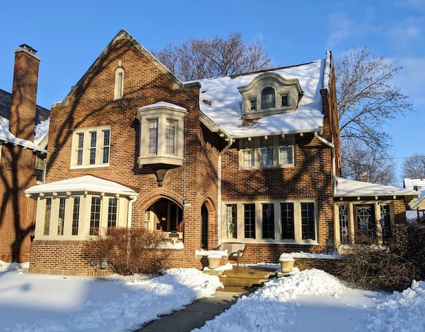 Large Historic Milwaukee Home near Fiserv Forum