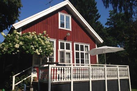 Skolstugan - svensk ødegård nær DK - Hylte V - Blockhütte