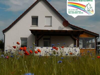 Willkommen im Ferienhaus-Uckermarkblick