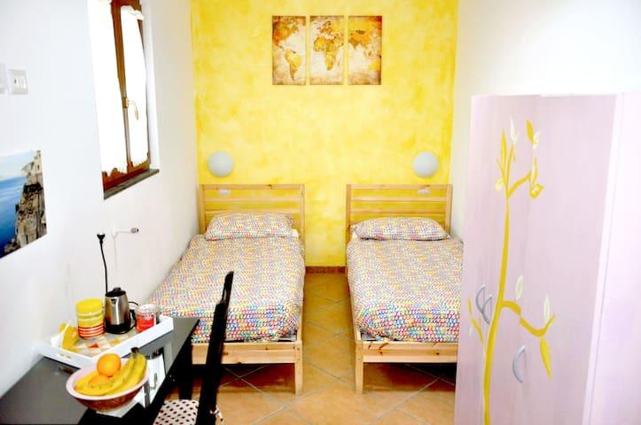 private room w/private bath near the Vesuvius - Ercolano - House