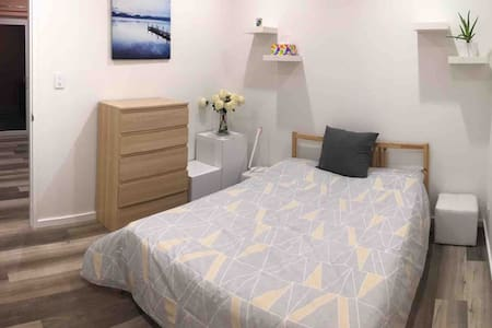 Private brand new apartment near Hyde Park