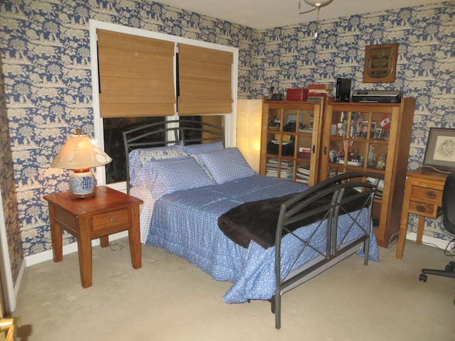 Third guest bedroom