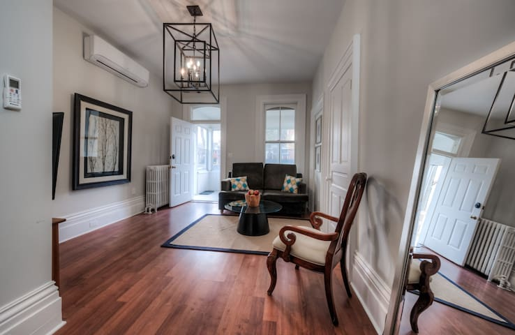 Group of 7 Lodge - Cosy Historic Downtown-WEEKLY RATES