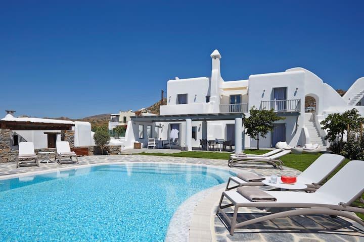 Aqua Breeze North Villa in Naxos on the beach