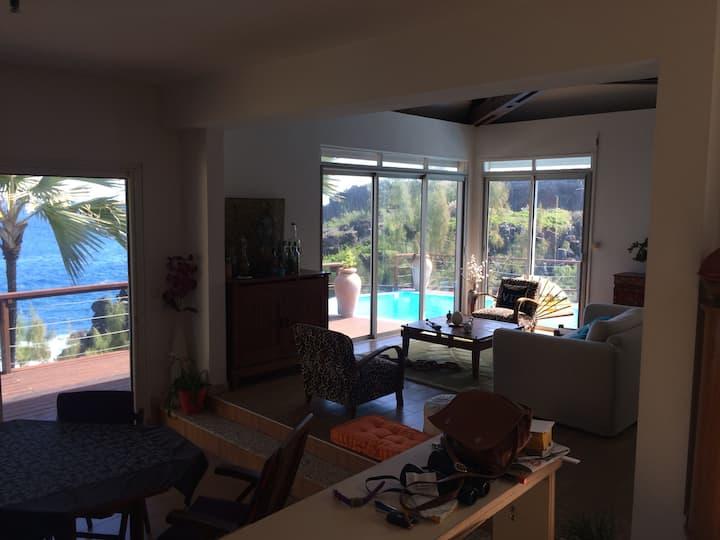 1Chambre dans villa sur mer,piscine,vue exception.