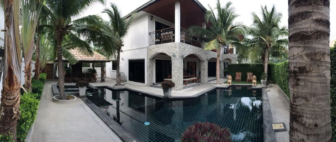 Hua Hin 3 bedroom luxury Chianti pool villa
