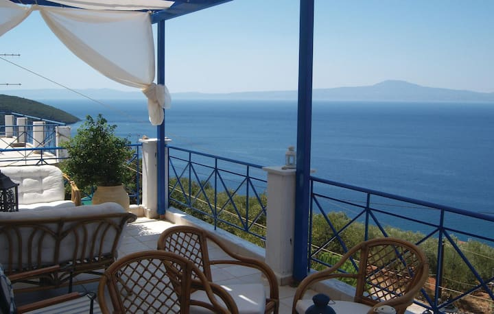 Amazing home in Mantineia Messinia with WiFi and 3 Bedrooms