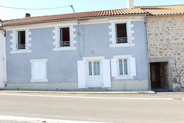 Grande Maison au Bourdeix- 5 chambres