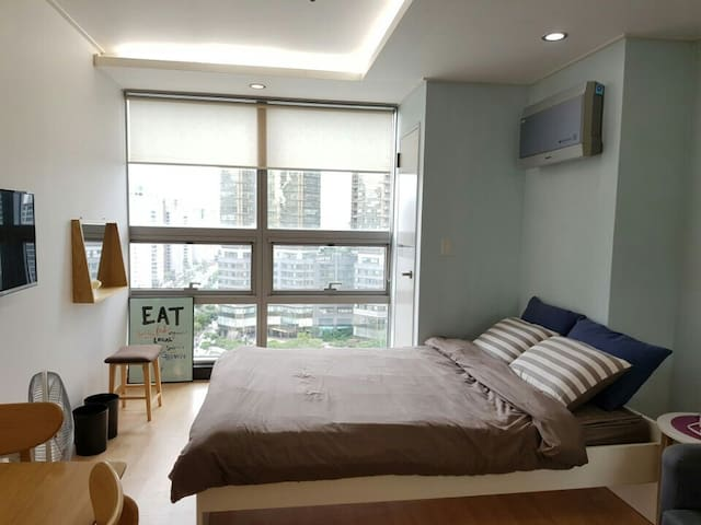 Amazing location. Private & Cozy in Hongdae