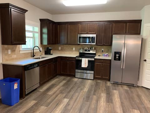Spacious Apartment with full kitchen