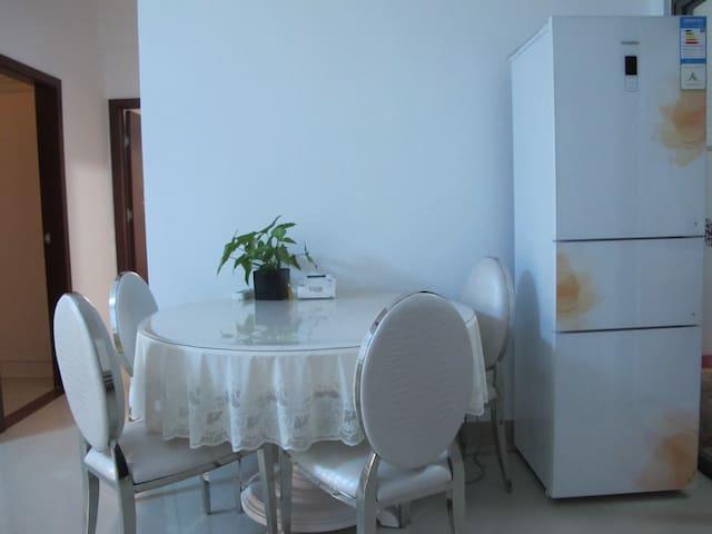 位于海南三亚迎宾路同心家园的阳光充沛家庭公寓 - Sanya - Appartement