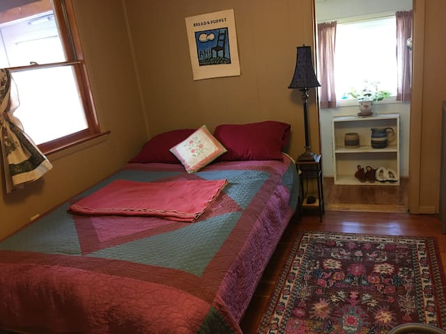 Private bedroom near UMass, Puffer's Pond