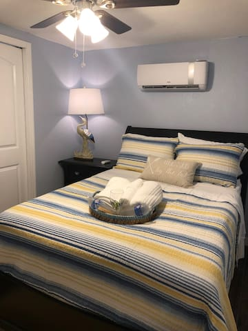FULL BED WITH LAMP AND AC