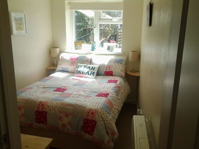 Double room with view of the moon. - St Just, Penzance - Bed & Breakfast