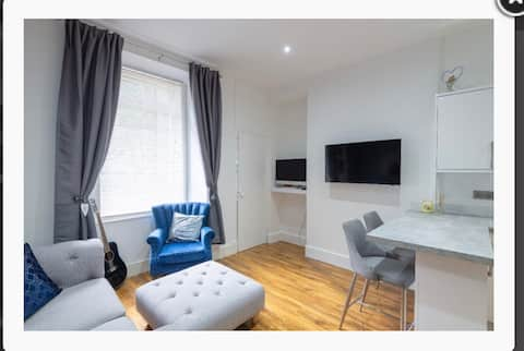"""DDSTUDIO"" Entire Luxury 1 bedroom flat Dundee"