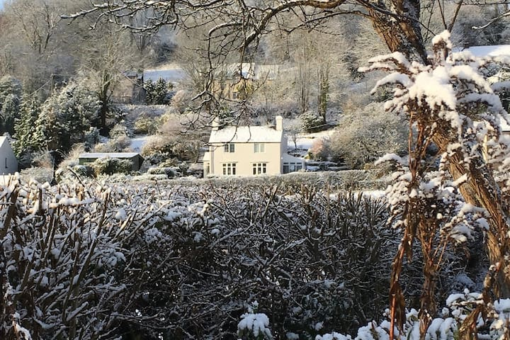 Charming Cottage - Spacious & Outstanding Views