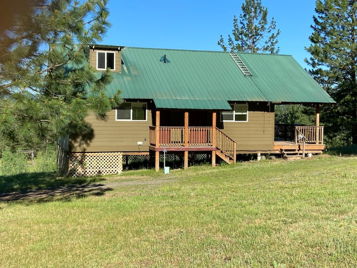 "Roosevelt Ridge Retreat Cottage ""Majestic Three"""