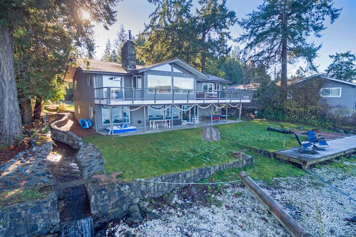 Large Family Rental - Beachfront on the Hood Canal