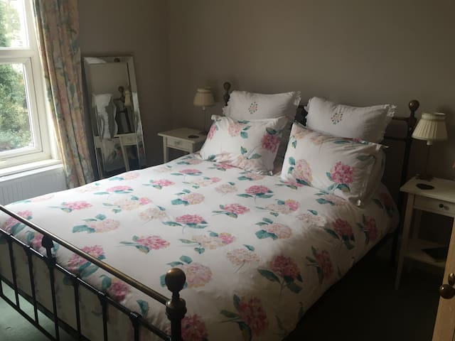 Lovely Room in Large Edwardian House - Dover - Huis