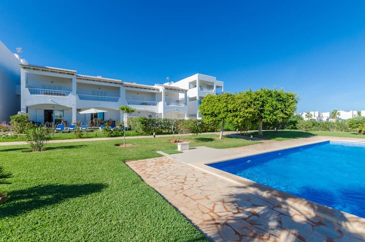 CELESTE - Fantastic apartment in Cala D'Or, with shared pool and  at only 350 meters from the beach.