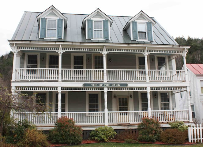 Rochester VT Sleeps 5-6 close to Skiing Pub onsite