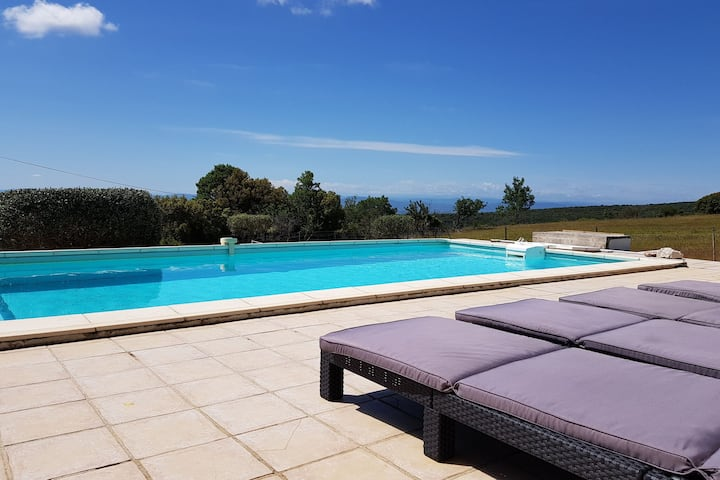 Villa with private heated pool, jacuzzi and stunning views, near Minerve