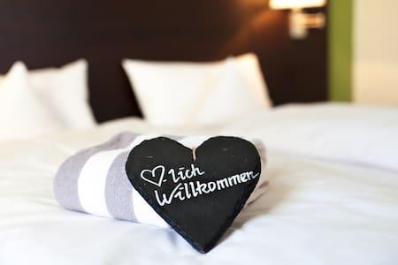 relexa hotel Bad Steben (Bad Steben), Classic-Einzelzimmer mit Zugang zu großem Bade- und Wellnessbereich