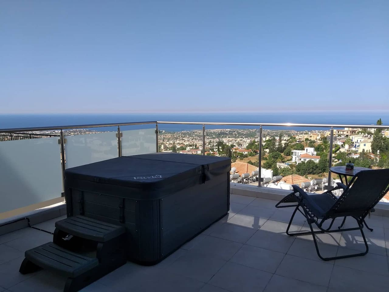 LARGE Private Balcony with your own Cooling Pool / Jacuzzi