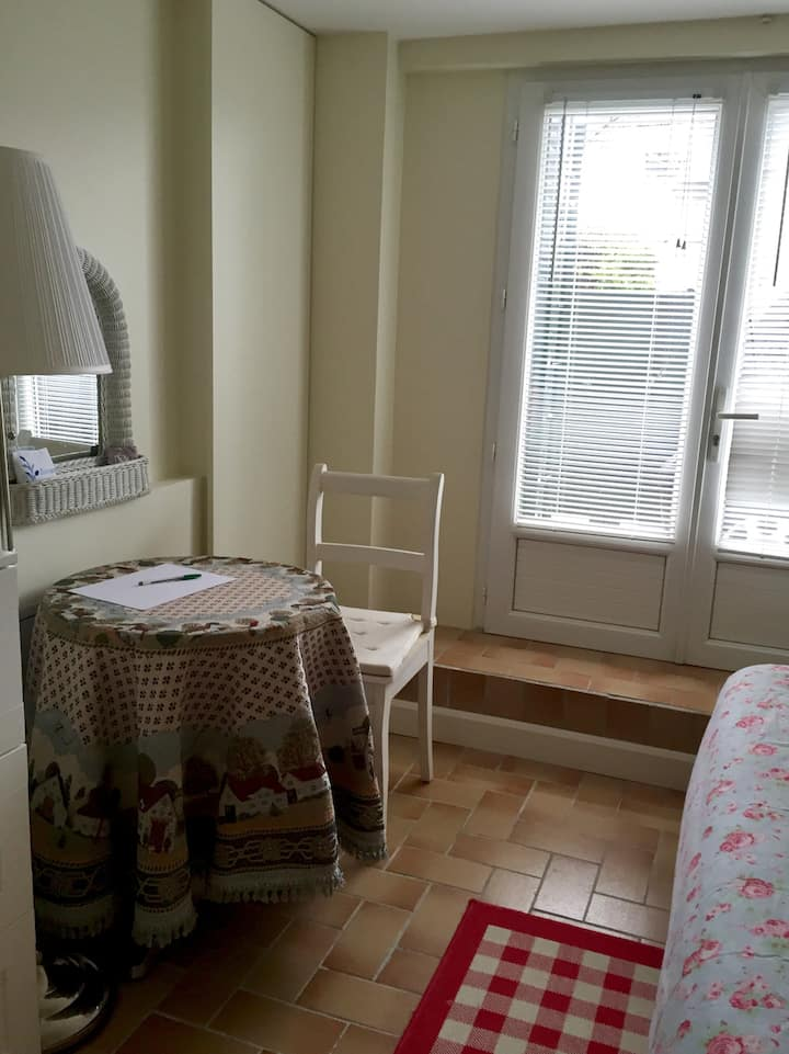 Bedroom cosy close to Centrex Paris/Disneyland
